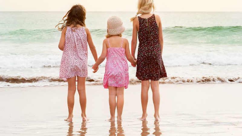 lake-macquarie-attractions-girls-at-beach
