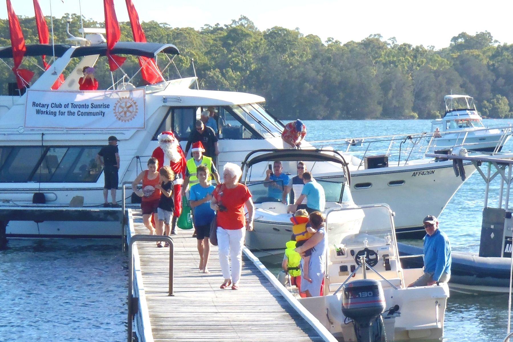 santa-on-the-boat-lake-macquarie