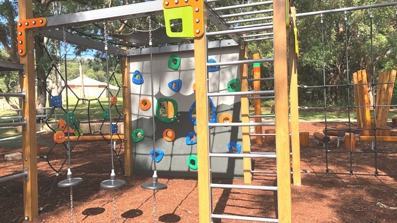 neegulbah-park-playground-macquarie-hills-gallery2