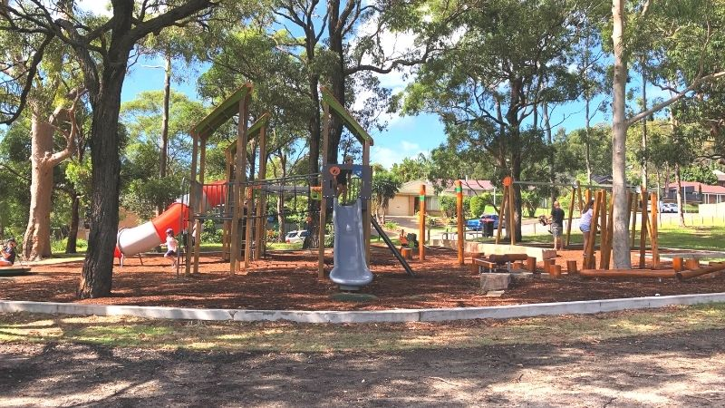 neegulbah-park-playground-macquarie-hills-gallery5