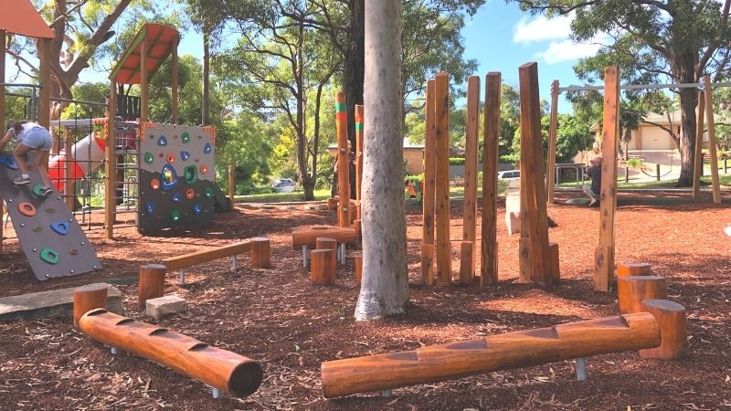 neegulbah-park-playground-macquarie-hills-gallery6