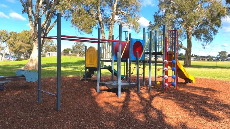 Chapman-oval-playground-gallery1